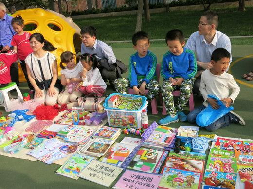 """东营市实验幼儿园举办""""跳蚤市场""""活动"""